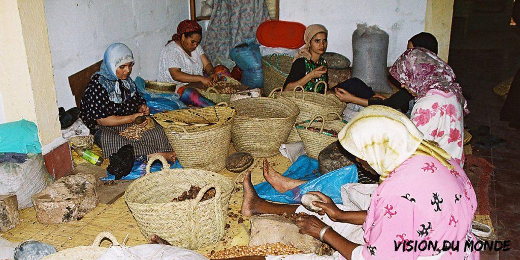 Femmes dans cooperative d'argan, région d'Essaouira, Maroc