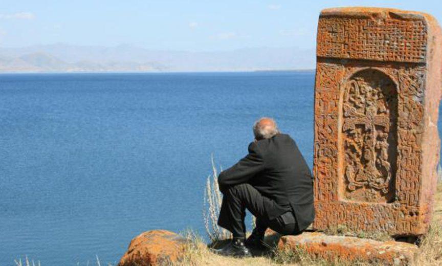 Paysage au bord du Lac Sevan en Arménie