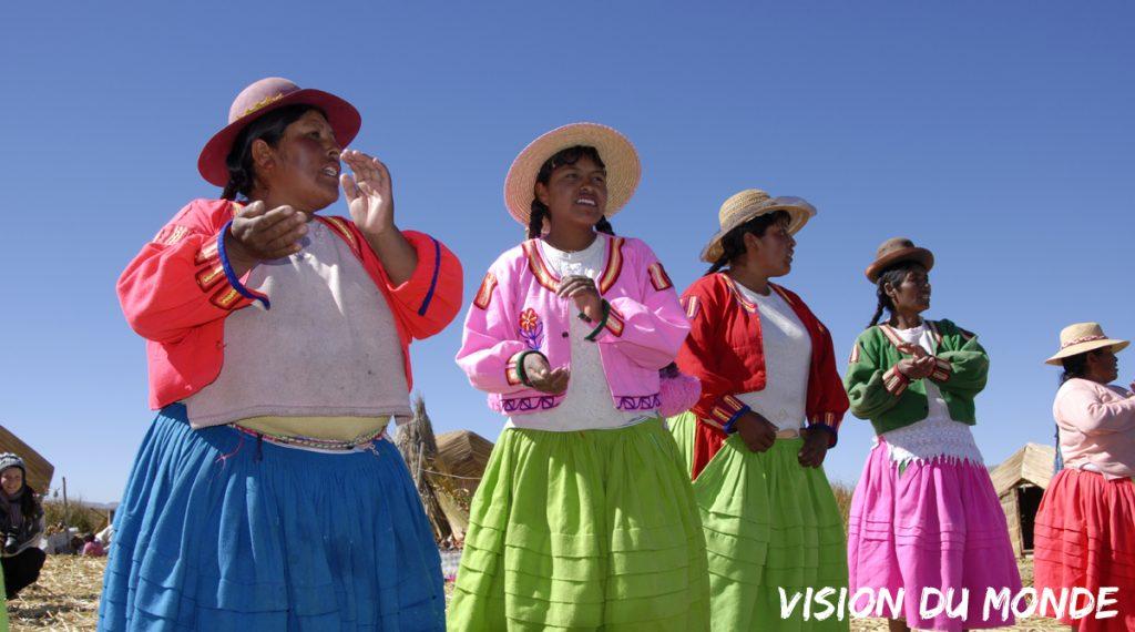 Communauté des Îles flottantes, Lac Titicaca