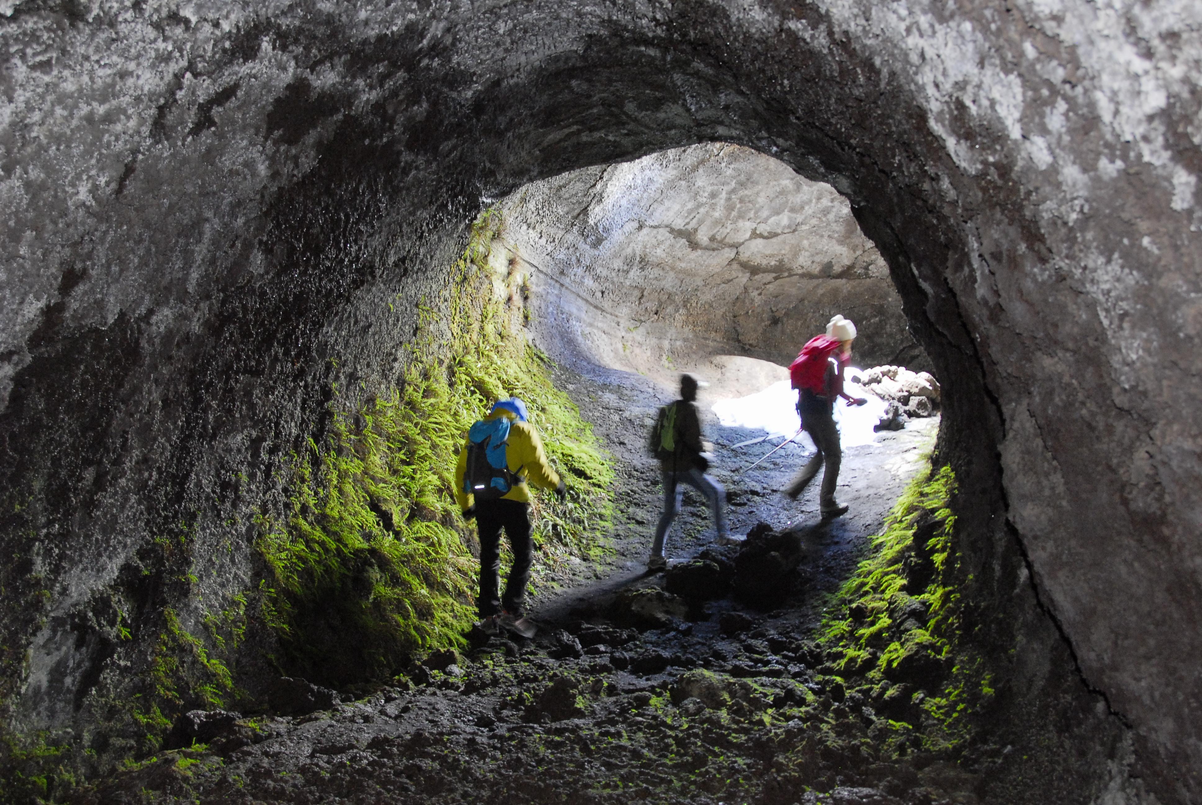 Les grottes laviques, créées par la lave en fusion